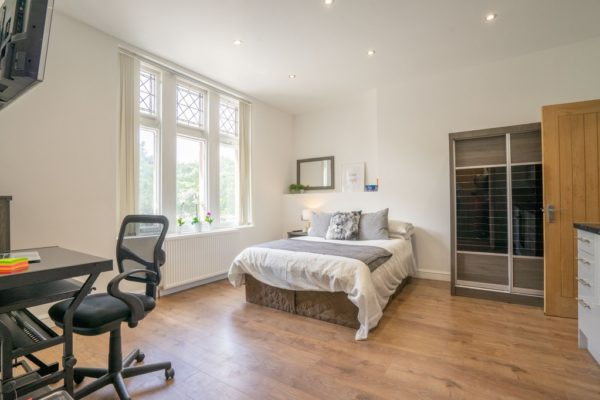 Platinum Studio – London Road, Opposite Victoria Park